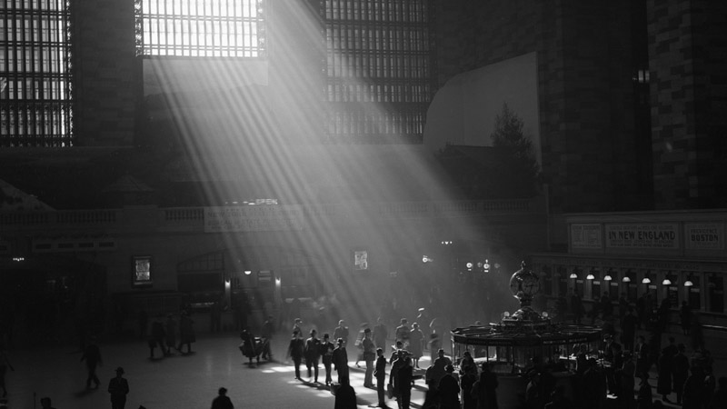 An image of SUNRAY at Grand Central Terminal in New York, an installation by Adam Frank.